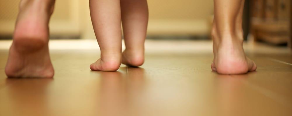Babys erste Schritte