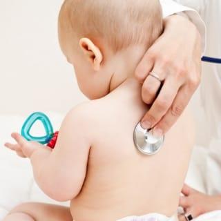 Untersuchungen beim Kinderarzt im Überblick
