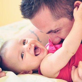 Ein charismatischer Meilenstein – Wie sich Babys Lachen entwickelt