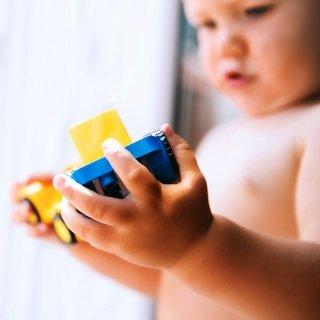 Ein Meilenstein in der Motorik – wenn Babys greifen lernen