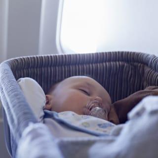 Fliegen mit Baby - Diese Dokumente müssen mit