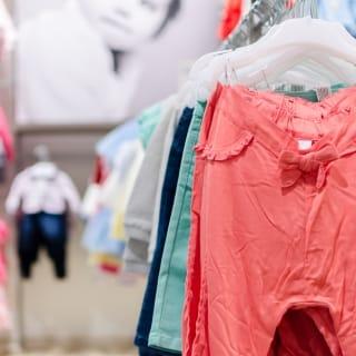 Wissenswertes zur Neugeborenen Kleidung