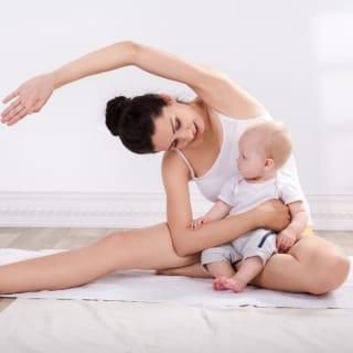 Sport nach der Entbindung mit dem Baby