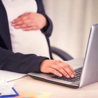 Schwanger: Wann setze ich meinen Arbeitgeber in Kenntnis?