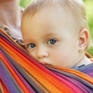 Das Babytragetuch: vielseitig, praktisch und gesund