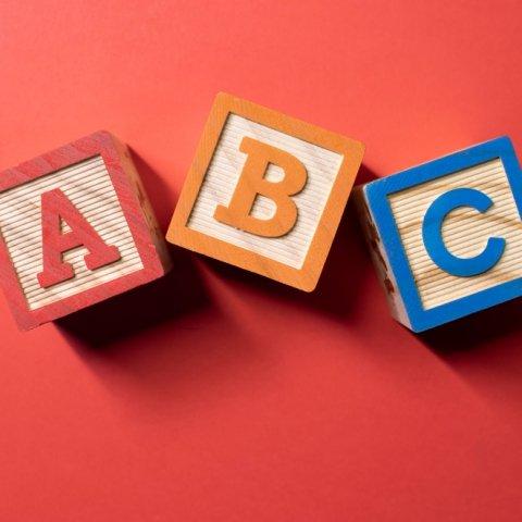 Vornamendatenbank: Den passenden Vornamen für Ihr Baby finden