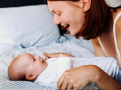 Wie sich der Hörsinn des Babys entwickelt.