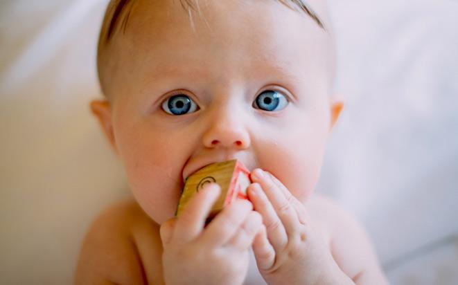 Wie sich der Tastsinn des Babys entwickelt.
