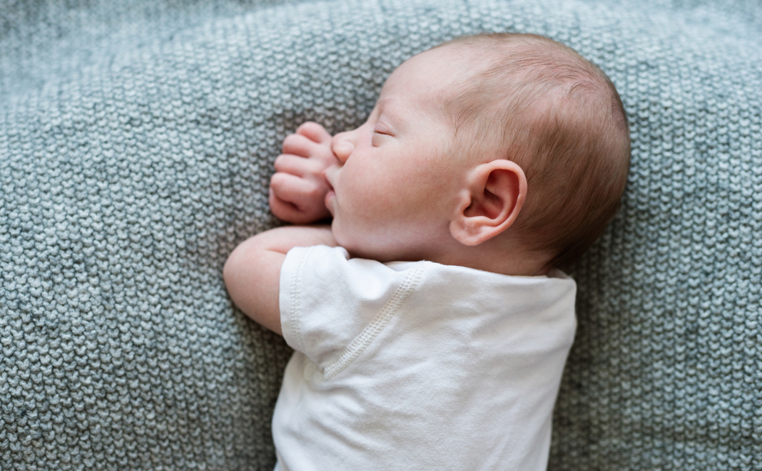 Hörsinn des Babys: Wann kann Ihr Baby Sie hören?