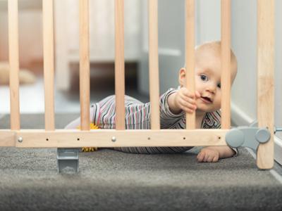 Für die Sicherheit des Babys sorgen.