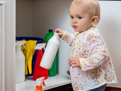 haushalt kindersicher machen so sch tzen sie ihr baby vor unf llen. Black Bedroom Furniture Sets. Home Design Ideas