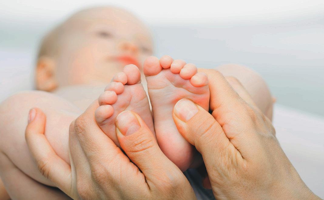 Fussmassage beim Baby