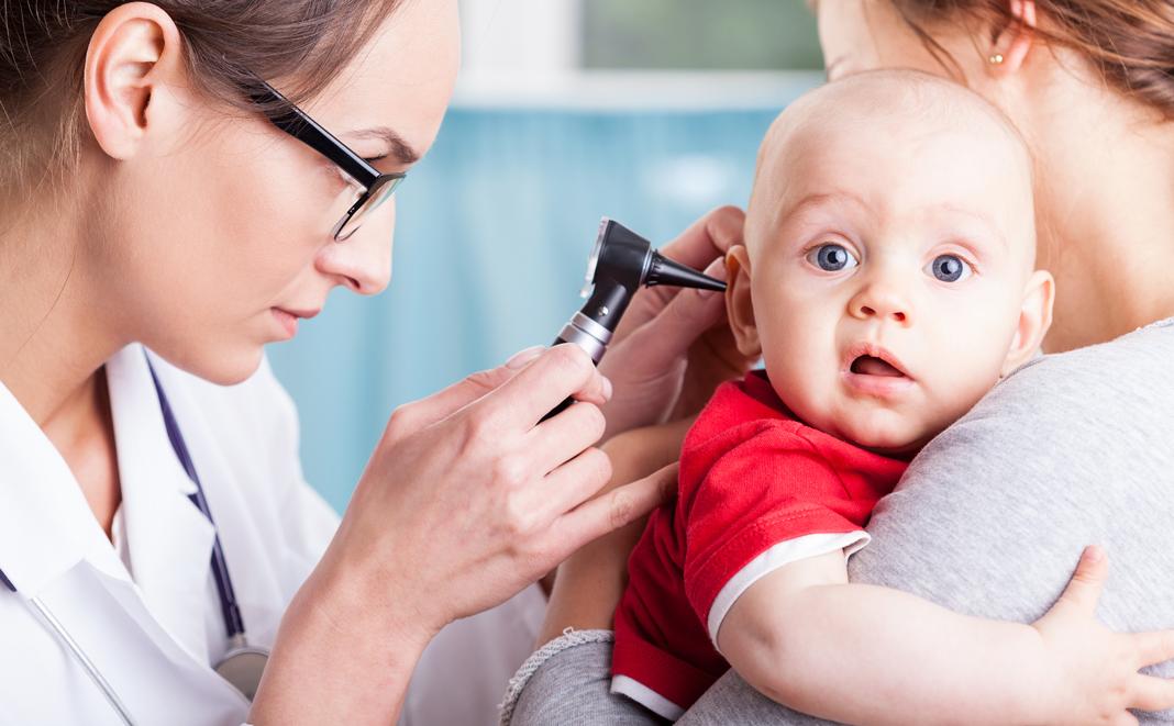 Ohrenschmerzen bei Kindern und Babys - Was hilft?