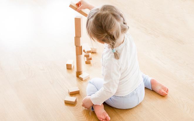 Es gibt verschiedene Arten wie Babys sitzen lernen.