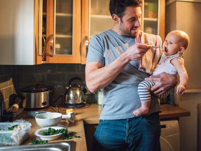 Wie Sie Babybrei richtig einfrieren und aufwärmen