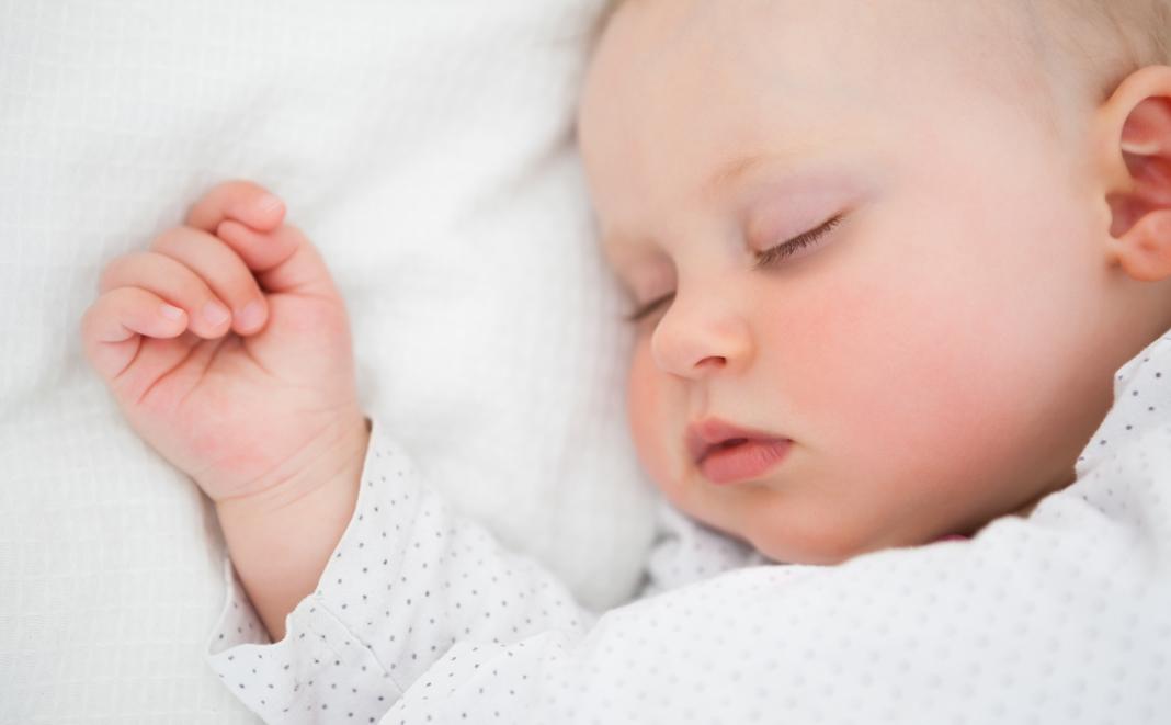 Babys erholsamer Schlaf – Doch wieviel braucht es davon?