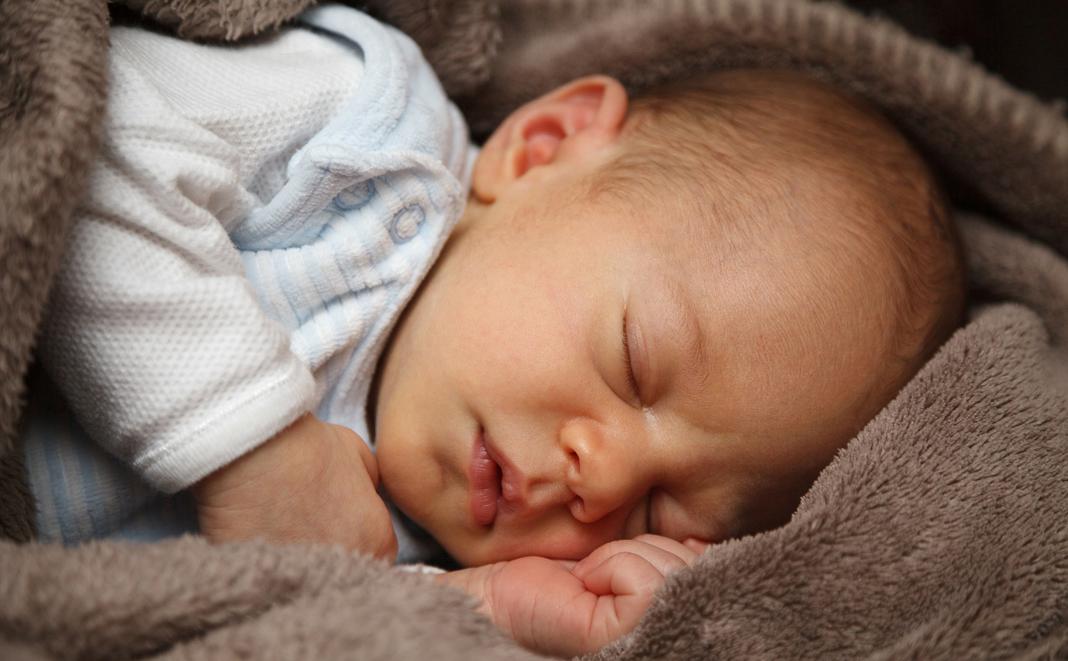 6 Schritte, wie Sie Ihr Baby zum Schlafen bringen