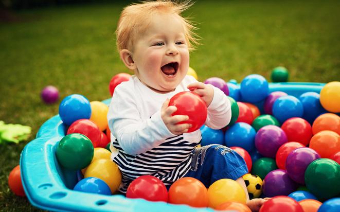 Babyspiele mit Ball