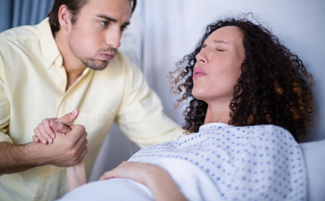 Geburtsschmerzen lindern – diese Möglichkeiten gibt es