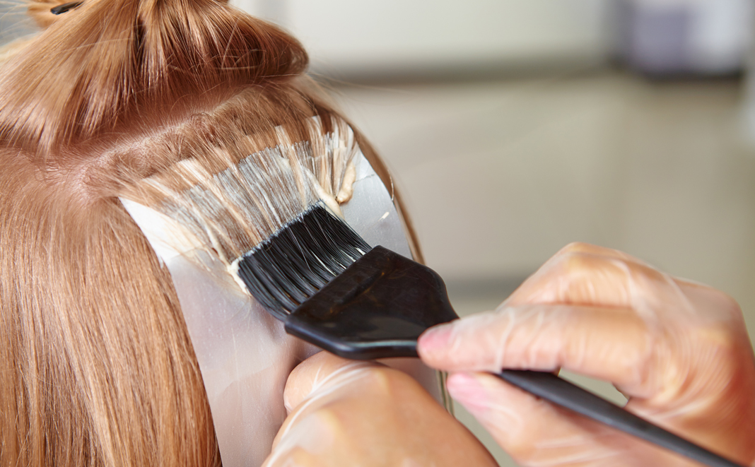 Das sollten Sie beim Haare färben in der Schwangerschaft beachten